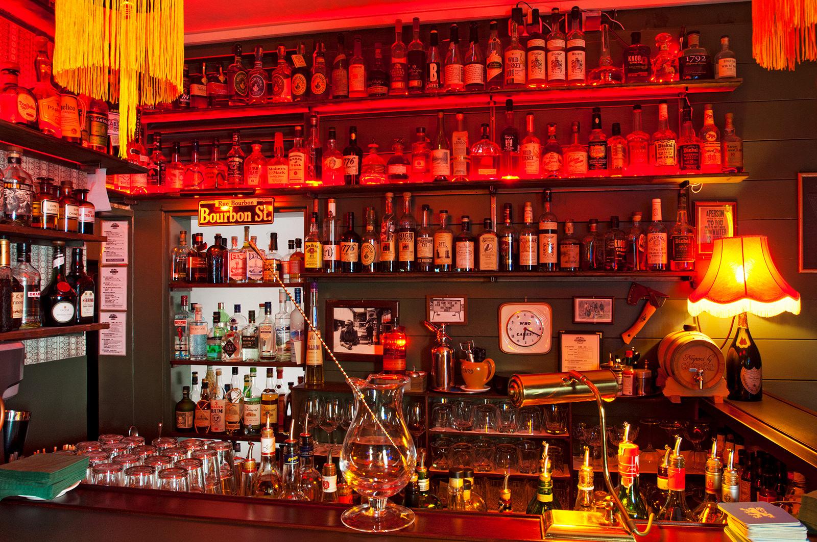 Zum Wolf - Cocktailbar in der Pestalozzistraße 22 in München